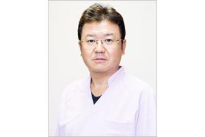 フーガ2矯正&ブライト歯科院長 青柳佳治